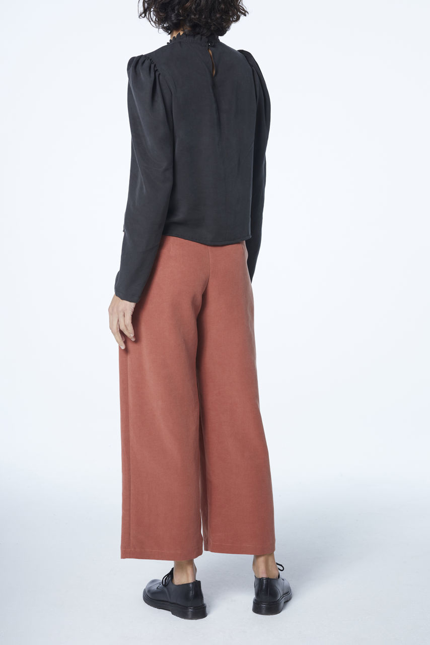 Picture of high waist pants in salmon