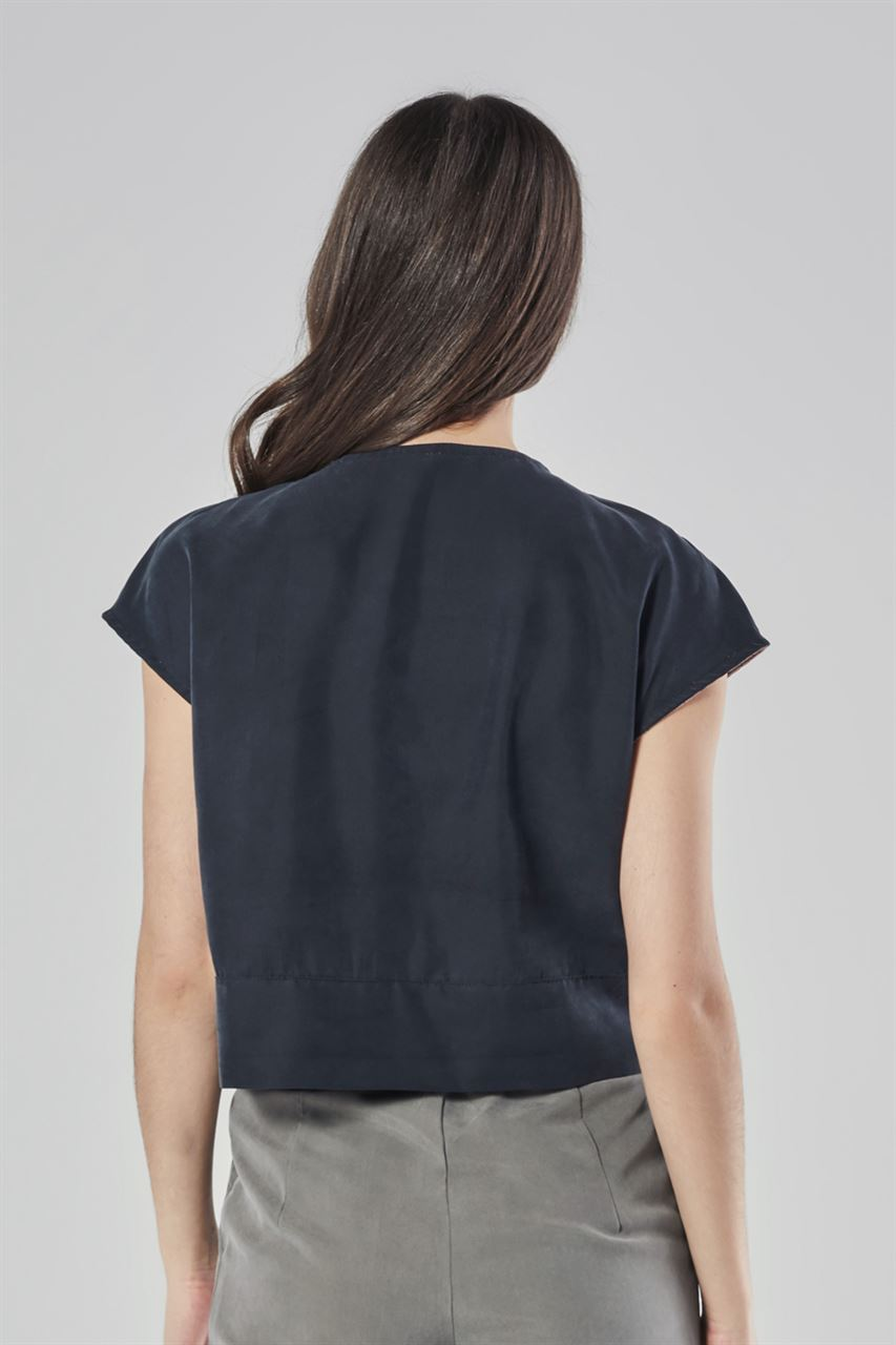 Picture of diagonal loose top in black-pink