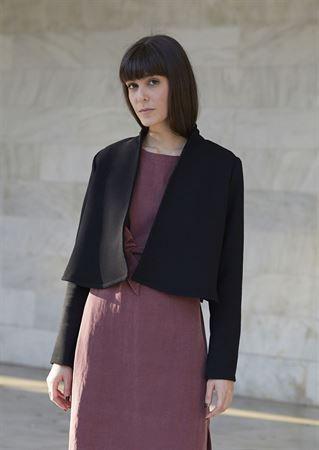Picture of minimal crop jacket in black
