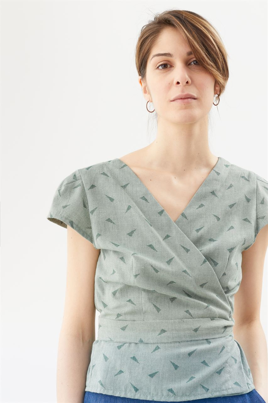 Picture of free wrap top in triangles