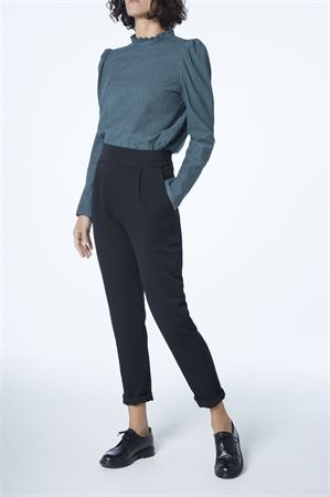Picture of  high waist carrot pants in black